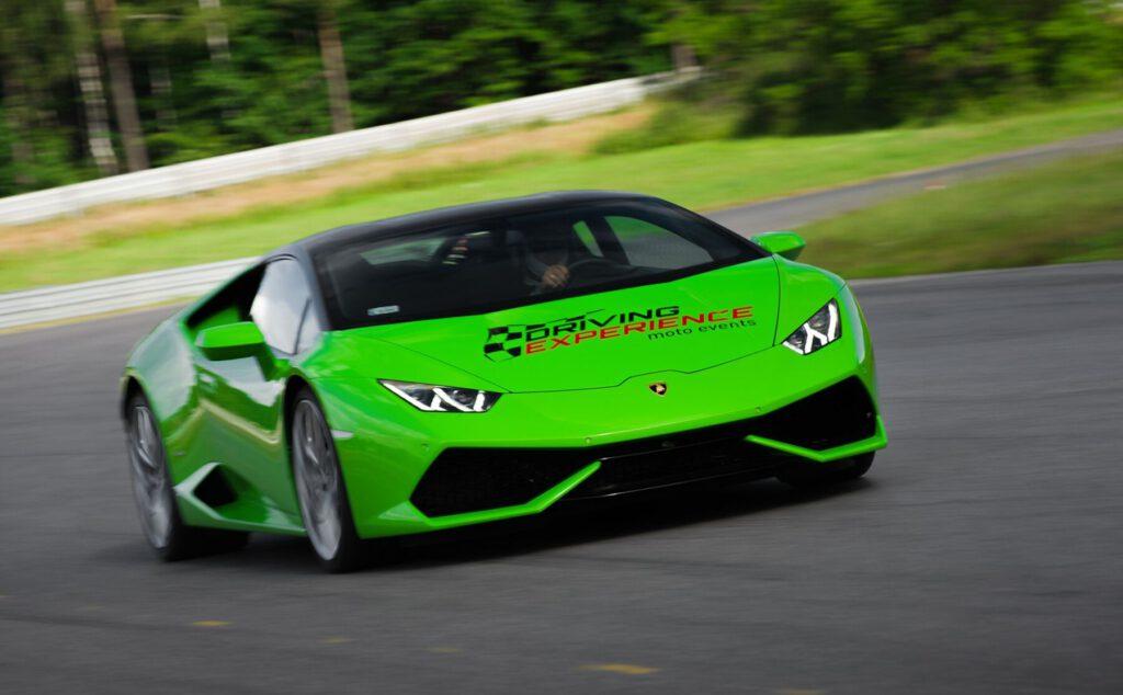 Lamborghini Huracan to legenda motoryzacji. Jazda za kierownicą Lamborghini Huracan na torze to niezwykła przygoda i ciekawy prezent!